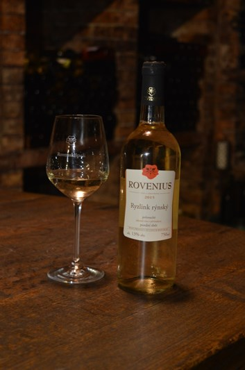 Ryzlink rýnský pozdní sběr 2015 - polosuché - Víno Rovenius
