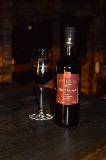 Modrý Portugal pozdní sběr 2015 - suché - Víno Rovenius s.r.o.