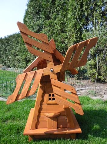 Větrný mlýn ze dřeva